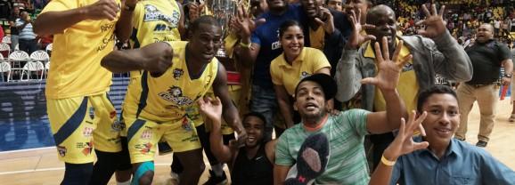 Correcaminos de Colón se coronaron campeones del baloncesto panameño ante 8 mil 653 aficionados